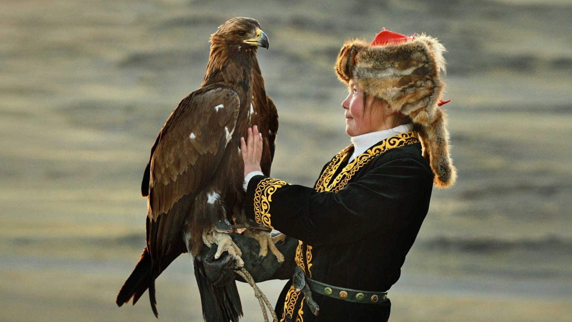 travelling__country_and_the_eagle_huntress.jpg